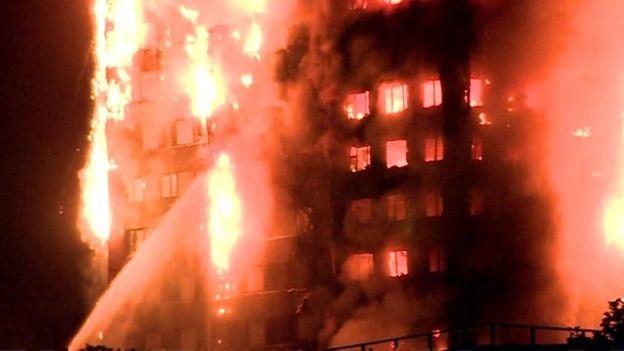 Tháp 24 tầng bốc cháy dữ dội ở Anh, nhiều người thương vong - 15