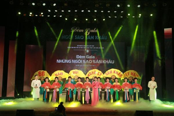 Đêm Gala Ngôi sao Sân khấu Việt Nam khép lại với nhiều dư âm cảm xúc.
