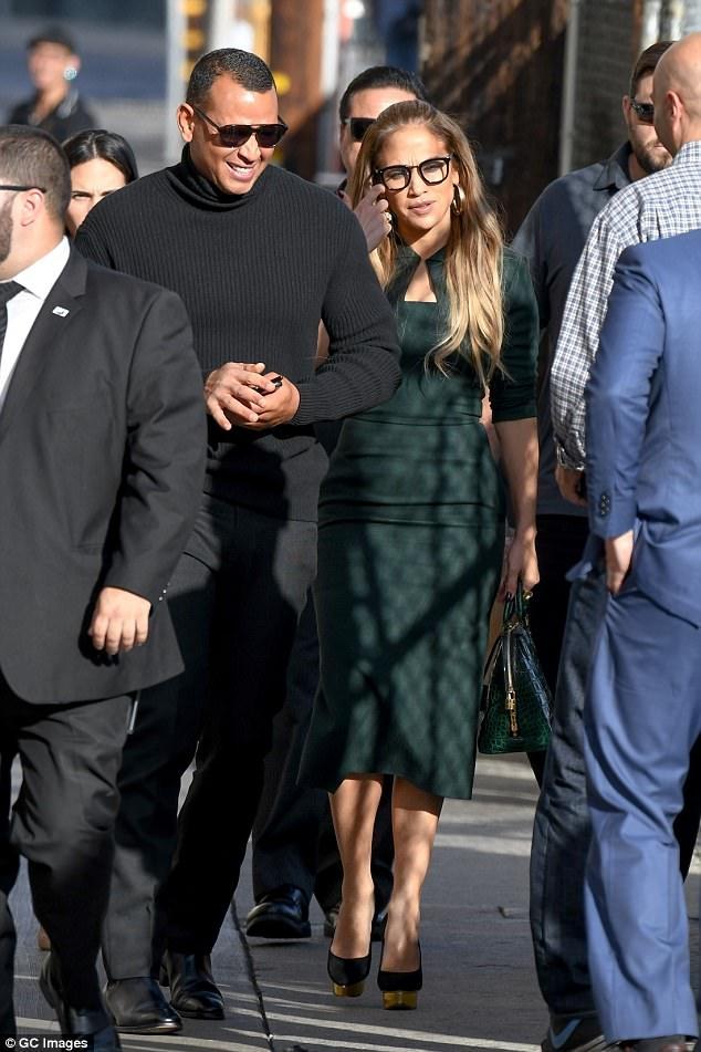 Alex và Jennifer Lopez công khai hò hẹn từ tháng 4/2017.