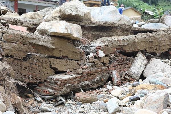 Nhà của ông Thanh giờ chỉ còn là đống gạch đổ nát