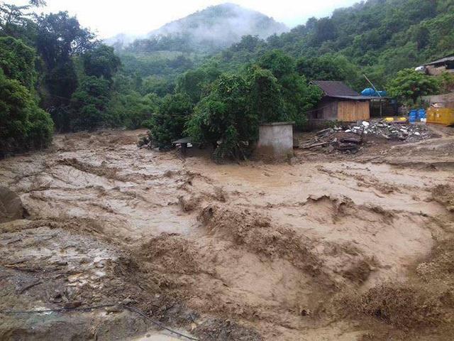 Cơn lũ quét xảy ra tại xã Tà Cạ (Kỳ Sơn, Nghệ An) vào cuối tháng 7/2017
