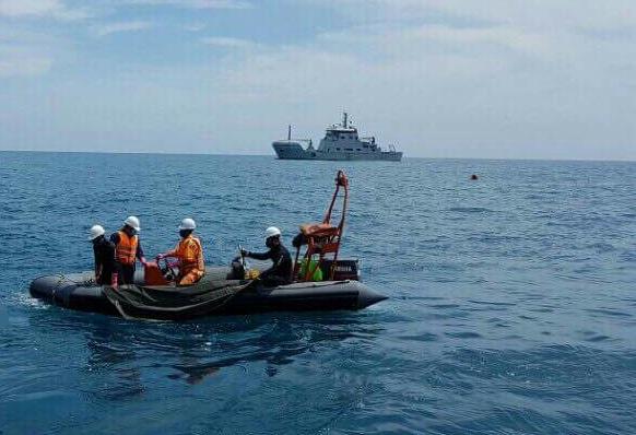 Sau vụ đâm va giữa 2 tàu chở hàng xảy ra lúc rạng sáng 28/3, trên vùng biển Vũng Tàu, có 11 thuyền viên rơi xuống biển, hai người được cứu sau đó, còn lại 9 thuyền viên mất tích. Đến ngày 1/4, lực lượng cứu hộ đã tìm thấy 9 thi thể thuyền viên mất tích. (Ảnh: Nguyễn Nam)