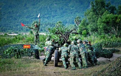 Đơn vị dự bị động viên của Lữ đoàn Pháo Phòng không 226 (Quân khu 9) tham gia diễn tập bắn đạn thật (Ảnh: Báo Quân đội Nhân dân).