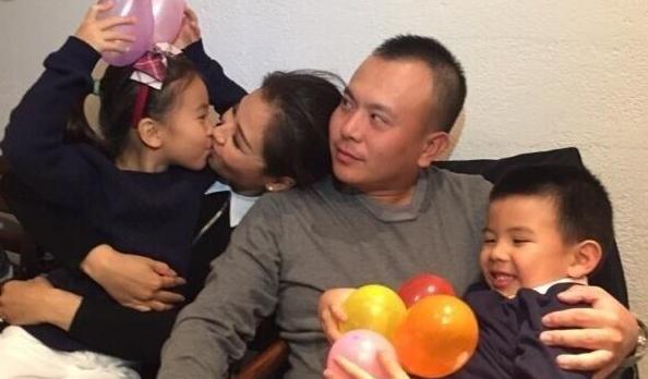 Gia đình hạnh phúc của Lưu Đào luôn khiến fan ghen tị. Cô lên xe hoa với một đại gia vào năm 2008 nhưng chỉ hai năm sau đó, anh gặp khó khăn trong kinh doanh. Lưu Đào đã mạnh mẽ trở thành chỗ dựa của chồng, cùng anh vượt qua giai đoạn kinh doanh khủng hoảng và sinh cho anh một trai và một gái.