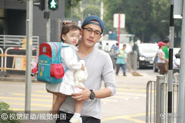 Lưu Khải Uy và Dương Mịch làm đám cưới vào đầu năm 2014 và đón con gái đầu lòng vào tháng 6/2014.