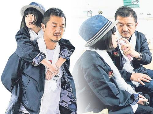 Sau khi ly dị với Vương Phi vào năm 2013, Lý Á Bằng giành quyền nuôi con gái Lý Yên và tự tay chăm sóc cô bé từ đó đến nay.