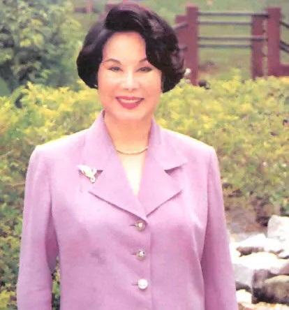 Ngôi sao nổi tiếng của Hồng Kông có ba đời chồng. Bà qua đời ở tuổi 93.