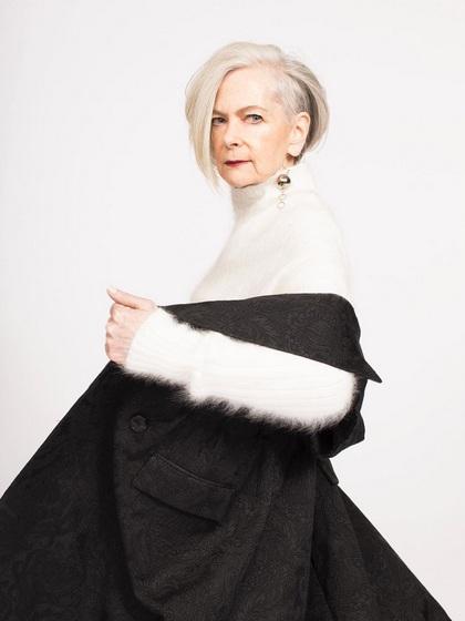 Trong ảnh là bà Lyn Slater, một phó giáo sư lâm sàng tại trường đại học - biểu tượng thời trang mới và sở hữu gần 100 nghìn lượt theo dõi trên trang cá nhân Instagram