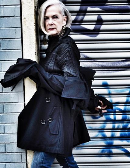 Từ lâu và Lyn đã có sự quan tâm đặc biệt đến thời trang, khi bà mở trang fashion blog mang tên Accidental Icon trên Instagram, bà Lyn trở thành biểu tượng thời trang mới được giới trẻ thế giới ngưỡng mộ