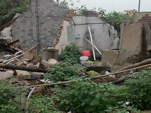 Khi Cty Đức Anh phá nhà của mình, bà Vân lại tố cáo tài sản của mình bị hủy hoại.