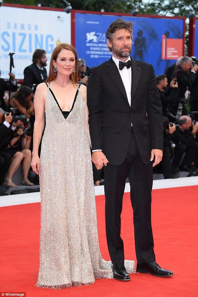 Julianne bên người chồng kém cô tới 10 tuổi - đạo diễn Bart Freundlic