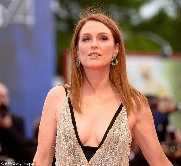 Julianne Moore xinh đẹp hút mọi ánh nhìn