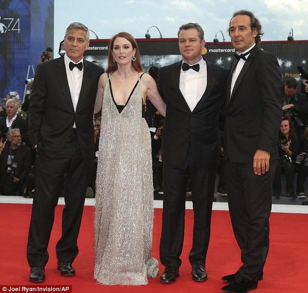 Từ trái qua: George Clooney, Julianne Moore, Matt Damon và Alexandre Desplat