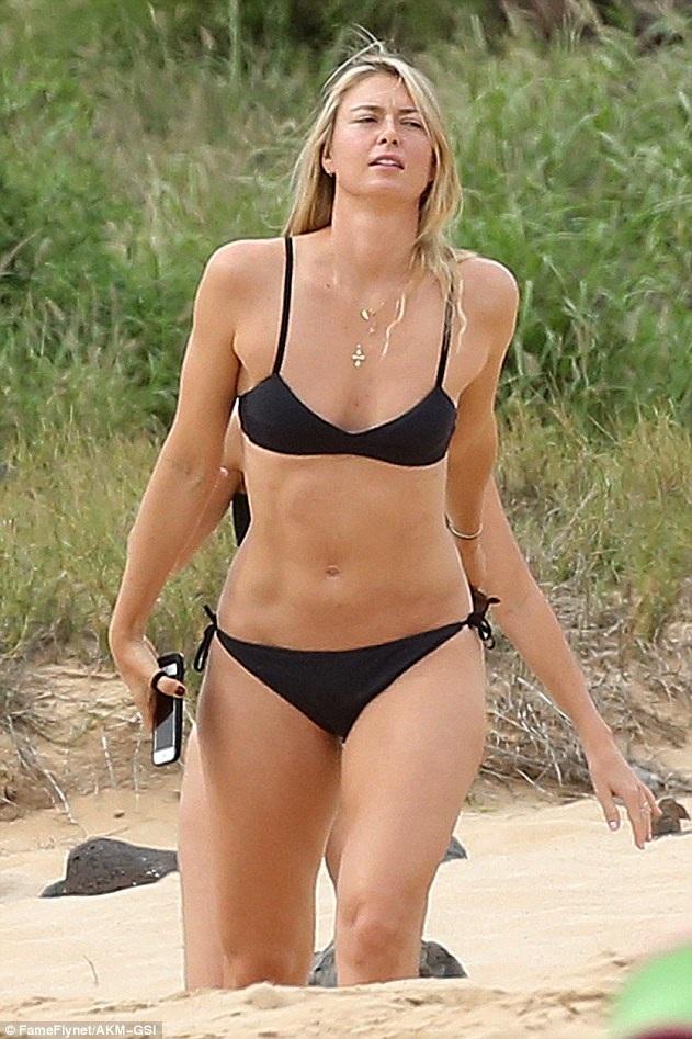 Ngôi sao quần vợt 29 tuổi sở hữu chiều cao 1,88m và thân hình khỏe khoắn, quyến rũ, cô là vận động viên thể thao duy nhất từng được lên bìa tạp chí áo tắm danh tiếng Sports Illustrated