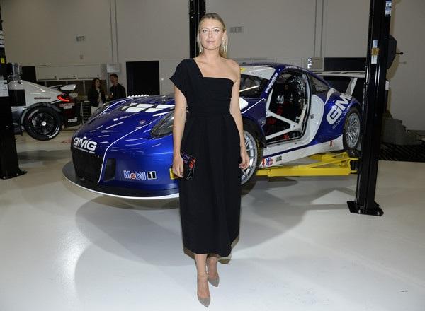Maria Sharapova dự triển lãm xe hơi tại Carson, California, Mỹ hôm 14/11 vừa qua.