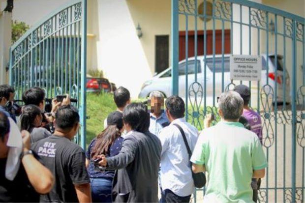 Các phóng viên tập trung bên ngoài đại sứ quán Triều Tiên ở Kuala Lumpur, Malaysia (Ảnh: Star)