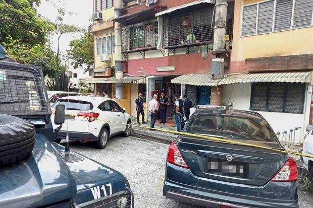 Cảnh sát phong tỏa khu vực nơi thi thể của cặp đôi được tìm thấy (Ảnh: Star)