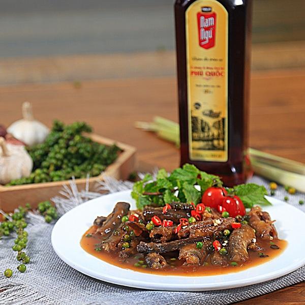 Món Lươn chiên giòn sốt tiêu xanh - nguồn Feedy.vn