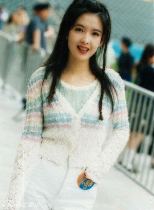 Châu Huệ Mẫn nổi tiếng tại Hồng Kông từ thập niên 1990. Cô chia tay sự nghiệp ngôi sao giải trí từ năm 2000 khi đang ở đỉnh cao sự nghiệp để theo người yêu ra nước ngoài sinh sống và làm việc. Năm 2007, cô kết hôn với người bạn trai lâu năm Nghê Chấn.