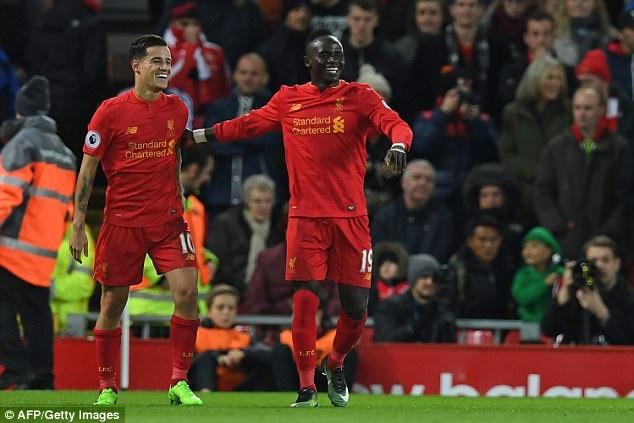 Sadio Mane xứng đáng tới từng xu với số tiền 34 triệu bảng Liverpool bỏ ra để đưa anh về Anfield. Ngoài tốc độ kinh hoàng, những pha đi bóng lắt léo, Sadio Mane còn phối hợp tốt với Firmino và Coutinho. Trong mùa giải vừa qua, cầu thủ người Senegal ghi tới 13 bàn (nhiều nhất CLB) dù anh chỉ ra sân 27 trận. Thực tế cho thấy khi Sadio Mane vắng mặt, Liverpool đã thi đấu rất chật vật.
