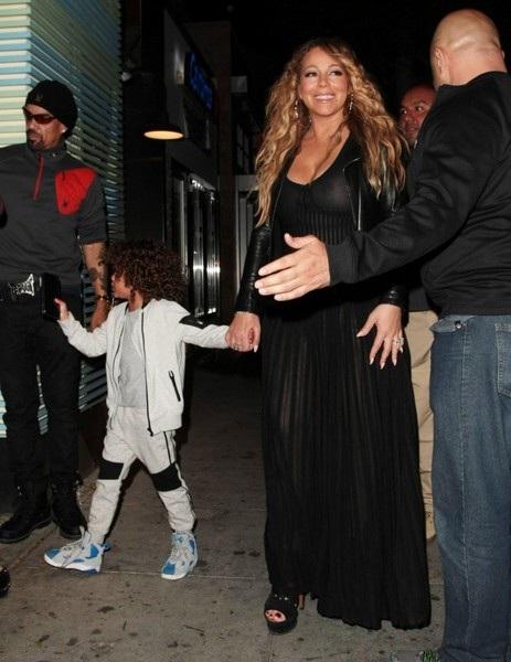 Nick Cannon và Mariah Carey đưa hai con sinh đôi đi ăn tối tại nhà hàng hạng sang Mr Chow ở Beverly Hills, California, Mỹ ngày 20/4 vừa qua