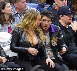 Vũ công Bryan Tanaka được báo giới săn đón từ khi yêu Mariah Carey