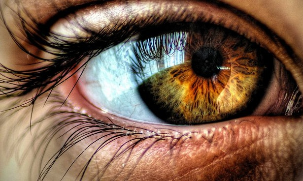 """8 dấu hiệu ở mắt """"tố"""" sức khỏe cơ thể - 1"""