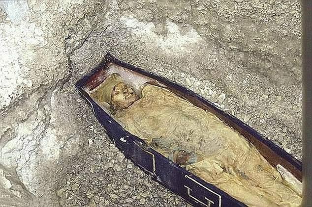 Xác ướp một thủy thủ trong đoàn thám hiểm được các nhà nghiên cứu tìm thấy sau 170 năm.