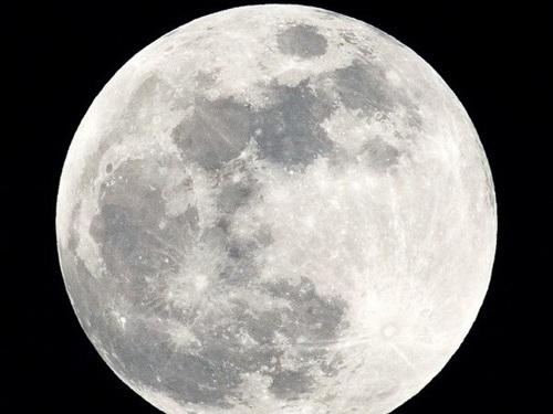 Các nhà nghiên cứu trường Đại học Brown của Mỹ kết luận bên trong Mặt Trăng có thể chứa một lượng lớn nước.