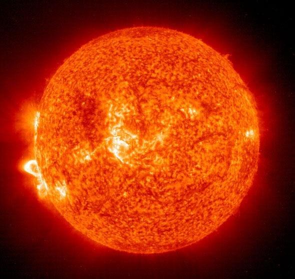 Mặt trời phát ra phóng xạ.