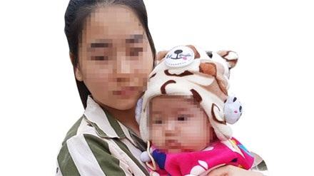 Em bé con tù nhân Giàng Thị Dinh mới được 6 tháng tuổi. Ảnh: Quang Lộc