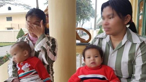 Những giọt nước mặt ân hận, thương con của những người mẹ khoác áo tù. Ảnh: Quang Lộc