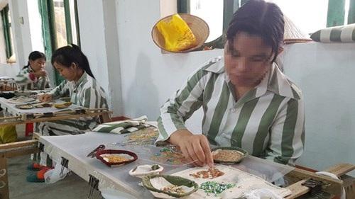 Con gái là động lực để chị Nông Thị Hường cố gắng cải tạo tốt.