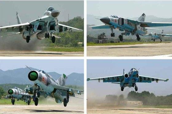 """""""Các phần thi bao gồm cất cánh, hạ cánh, tấn công, nhào lộn, đánh chặn, tác chiến tự do,…"""", KCNA cho biết. Trong ảnh: Các máy bay chiến đấu gồm: MiG-29, MiG-21, MiG-23 và Sukhoi Su-25 Frogfoot tham gia so tài tại cuộc thi dành riêng cho lực lượng không quân Triều Tiên (Ảnh: Rodong Sinmun)"""