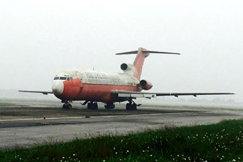 Chiếc Boeing 727 bị bỏ rơi ở Nội Bài suốt 10 năm không ai nhận giờ chỉ có giá như sắt vụn? (ảnh: Báo Giao thông)