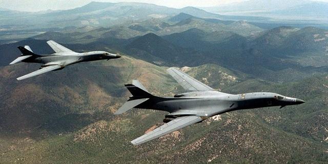 Hai máy bay ném bom B-1B của Mỹ (Ảnh: Reuters)