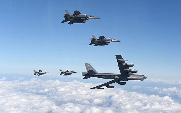 Máy bay Mỹ phô diễn sức mạnh quân sự gần không phận Triều Tiên (Ảnh: AFP)