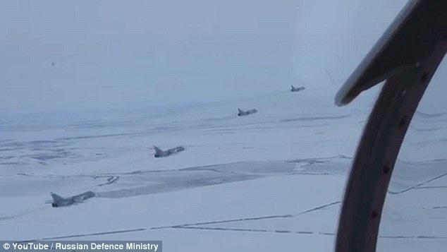 Các máy bay chiến đấu của Nga dàn trận diễn tập tiêu diệt mục tiêu dưới mặt đất. (Ảnh: Bộ Quốc phòng Nga)
