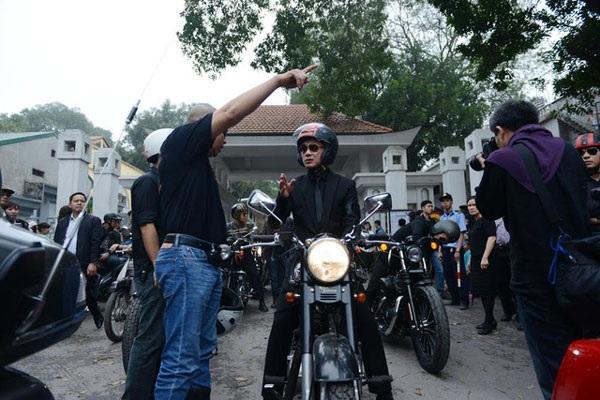 MC Anh Tuấn từng dẫn đầu đoàn mô tô di chuyển trước linh cữu nhạc sĩ Trần Lập.... (Ảnh: Mạnh Thắng)