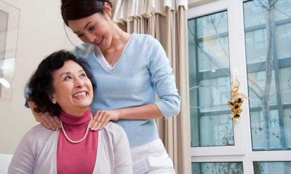 Theo các chuyên gia, để dung hòa mối quan hệ mẹ chồng - nàng dâu cả hai cần phải chấp nhận sự khác biệt và biết cách tôn trọng cuộc sống của nhau. (Ảnh minh họa)