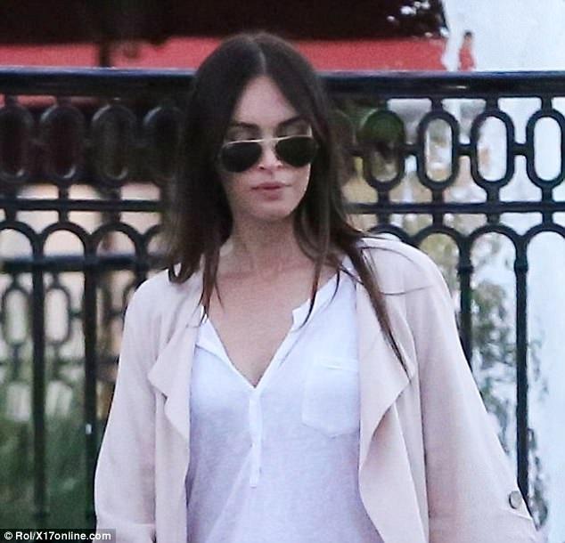 Sau 3 lần sinh nở, Megan Fox vẫn sở hữu dáng vóc vạn người mê và vẻ ngoài gợi cảm. Kể từ khi kêt hôn, Megan Fox không còn diện những bộ đồ sexy vì tự thấy mình cần thay đổi khi trở thành một bà mẹ.