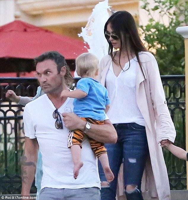 Megan Fox kể rằng, con trai Noah của cô thích mặc váy và có thể mặc bất kỳ trang phục nào khiến cậu bé thấy thoải mái khi ở trong nhà.