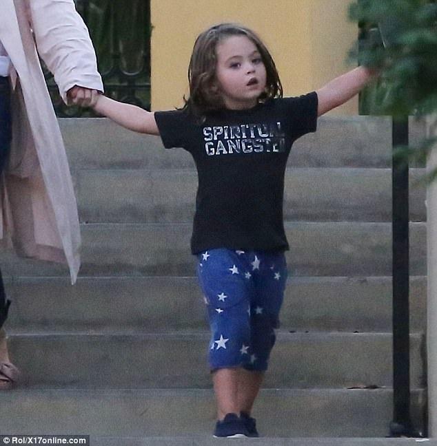Cậu con trai thứ hai của Megan Fox và Brian, hiện 3 tuổi rưỡi, rất xinh trai và hiếu động.