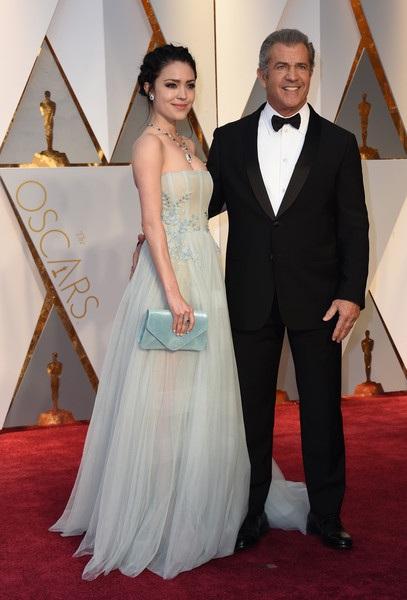 Rosalind Ross mới sinh con trai hồi tháng trước, đây là đứa con thứ 9 của Mel Gibson