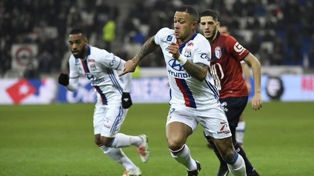 """Không thể chứng minh được mình trong màu áo MU, Depay đã tới Lyon để tìm ra lối thoát trong sự nghiệp của mình. Dù thế nào, Depay vẫn còn tiềm năng phát triển nên MU đã """"khôn khéo"""" cài hợp đồng mua lại cầu thủ này."""