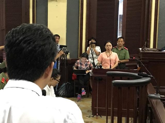 Bà Hồ Mai Phương kể bà Nguyễn Mai Phương thường xuyên liên lạc với bà qua viber và hứa sẽ lo cho Phương Nga, không tốn đồng nào.
