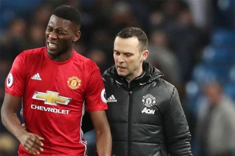Timothy Fosu-Mensah dính chấn thương nặng ở trận gặp Man City