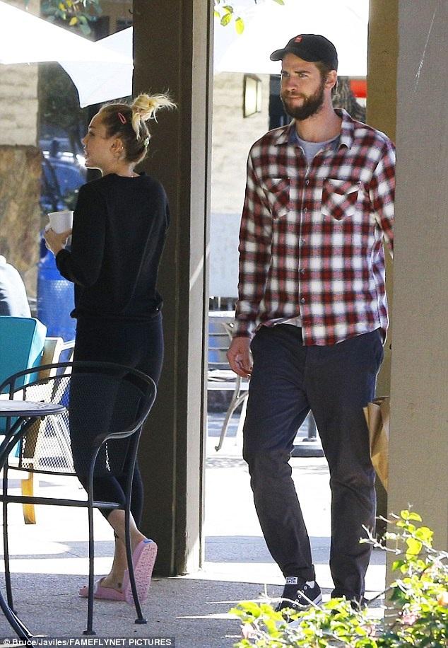 Miley Cyrus và Liam Hemsworth hẹn hò từ năm 2009 sau khi đóng cùng trong bộ phim The Last Song