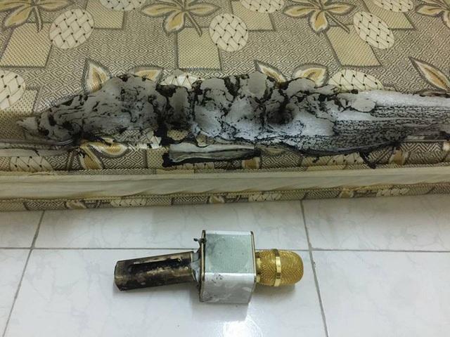 Một trường hợp micro Karaoke bị cháy, hình ảnh lan truyền trên mạng xã hội.