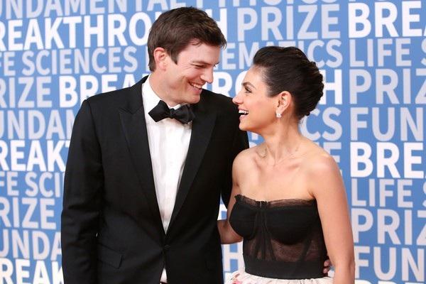 Ashton Kutcher và vợ Mila Kunis sánh đôi dự sự kiệnlễ trao giải Breakthrough tổ chức tại California, Mỹ ngày 4/12 vừa qua